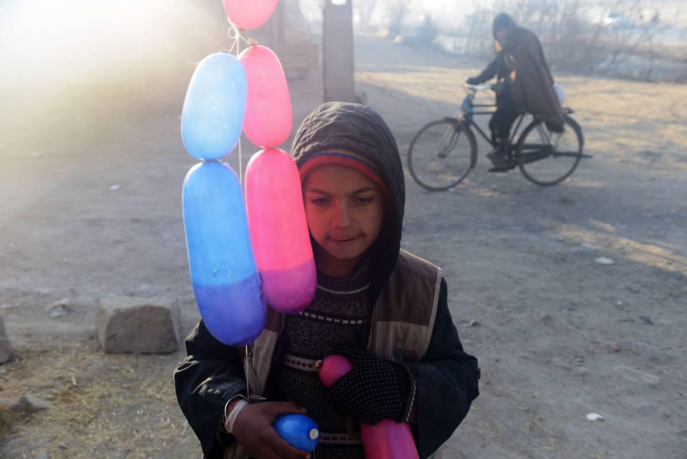 Bashir, vendedor de globos en Kabul