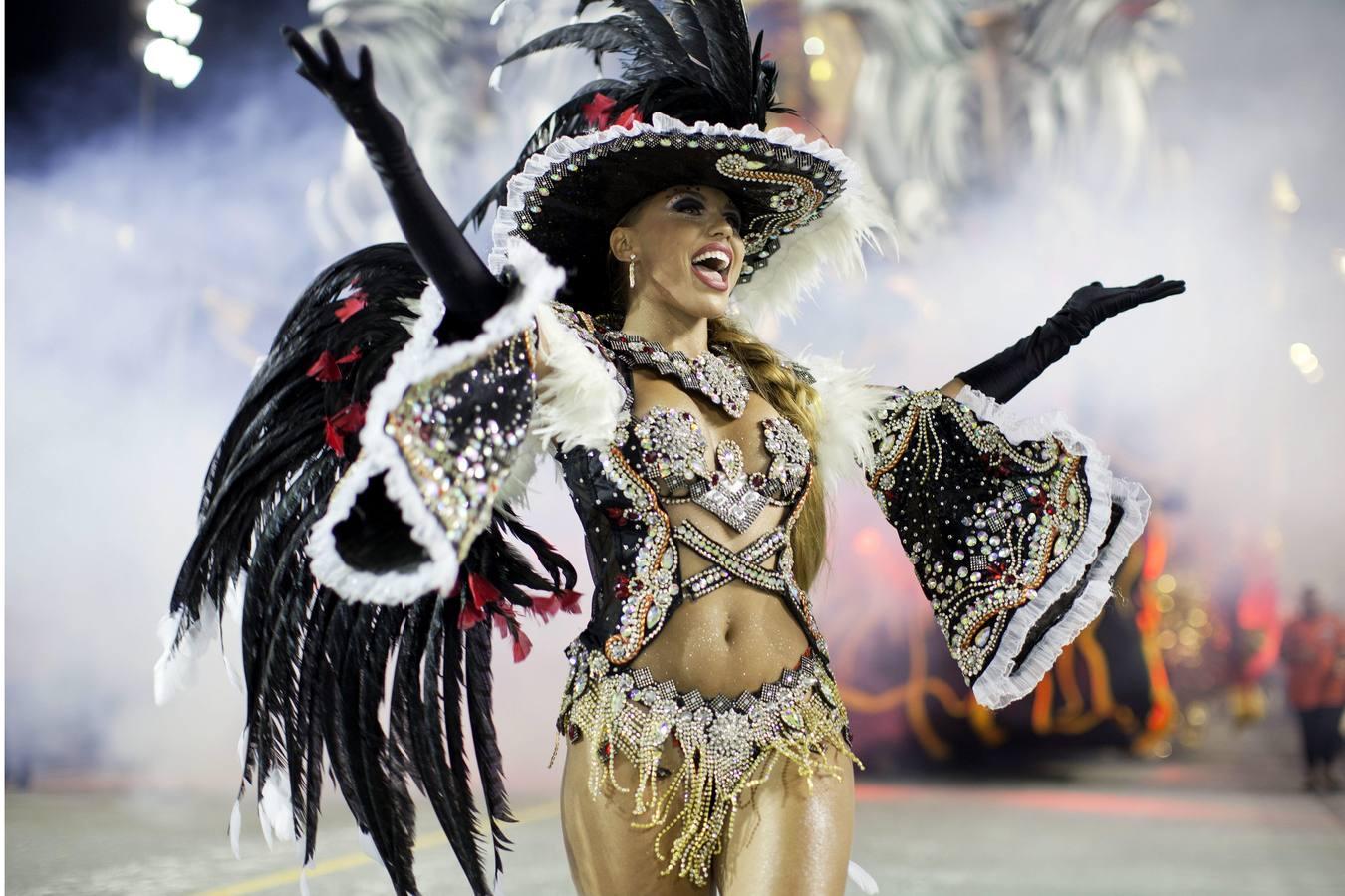 brazilskie-krasavitsi-video-karnaval-samie-seksualnie-porno-zvezdi-s-bolshimi-siskami